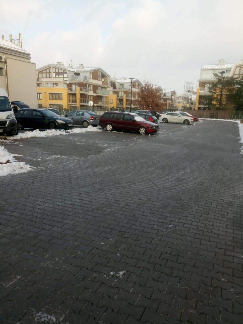 Odśnieżanie parkingu osiedla